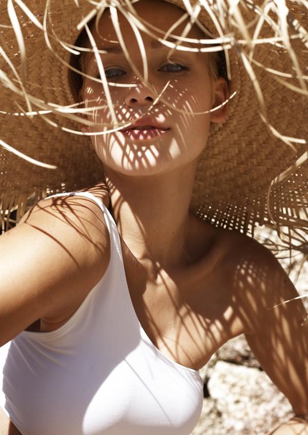 Agnes Fischer model. Photoshoot of model Agnes Fischer demonstrating Face Modeling.Face Modeling Photo #140005