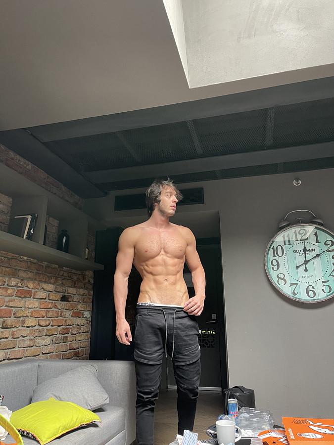 Ahmet Enes Aksu model. Photoshoot of model Ahmet Enes Aksu demonstrating Body Modeling.Body Modeling Photo #231395