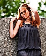 Aimee Loraine model (modell). Photoshoot of model Aimee Loraine demonstrating Face Modeling.Face Modeling Photo #92761