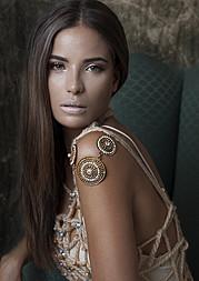Akyria Ougos model (modelo). Photoshoot of model Akyria Ougos demonstrating Face Modeling.Face Modeling Photo #145003