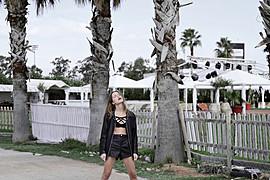 Η Albiona Kaza είναι μοντέλο με βάση την Αθήνα. Η εμπειρία της περιλαμβάνει φωτογραφίσεις μόδας, καταλόγων και διαφημιστικά. Έχει σπουδάσει