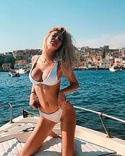 Alessandra Gengaro model. Photoshoot of model Alessandra Gengaro demonstrating Body Modeling.Body Modeling Photo #212539