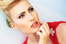 Alessandra Gengaro model. Photoshoot of model Alessandra Gengaro demonstrating Face Modeling.Face Modeling Photo #95699