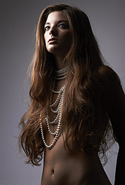 Alessandra Velia model (modèle). Photoshoot of model Alessandra Velia demonstrating Face Modeling.Face Modeling Photo #103393