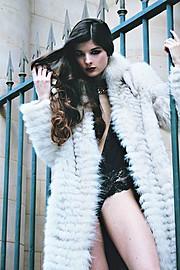 Alessandra Velia model (modèle). Alessandra Velia demonstrating Fashion Modeling, in a photoshoot by Ioana Casapu.Photographer : Ioana CasapuMake up & hair : Yvane RocherFashion Modeling Photo #103409