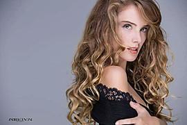 Alessia Moro model (modella). Photoshoot of model Alessia Moro demonstrating Face Modeling.Face Modeling Photo #171154