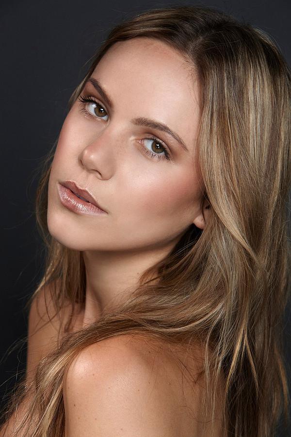 Alex Pendlebury model. Photoshoot of model Alex Pendlebury demonstrating Face Modeling.Face Modeling Photo #104236