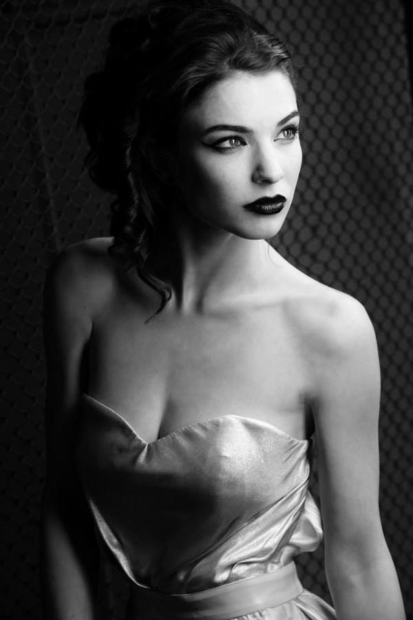 Alina Simota model. Photoshoot of model Alina Simota demonstrating Face Modeling.Face Modeling Photo #94621