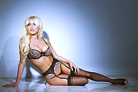 Amanda Lynn L'hommedieu model. Photoshoot of model Amanda Lynn L Hommedieu demonstrating Body Modeling.Body Modeling Photo #104950