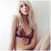 Ameslon Anne Claire model (modèle). Photoshoot of model Ameslon Anne Claire demonstrating Body Modeling.Body Modeling Photo #211940