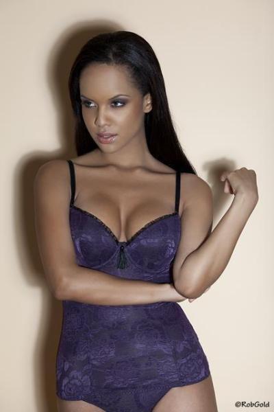 Amina Malakona model. Photoshoot of model Amina Malakona demonstrating Face Modeling.Face Modeling Photo #75440