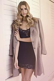 Ana Kuni model & artist. Photoshoot of model Ana Kuni demonstrating Fashion Modeling.Fashion Modeling Photo #145064