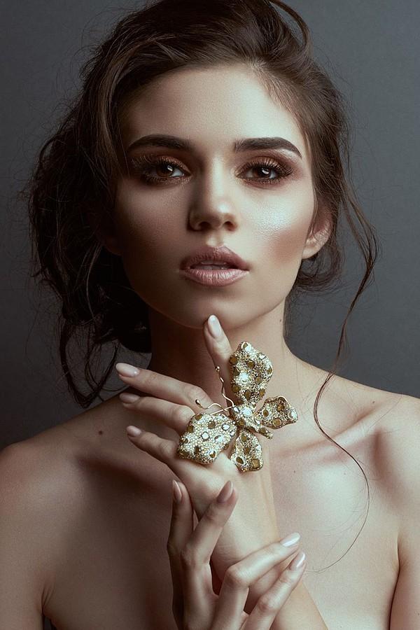 Ana Maria Ilinca model. Photoshoot of model Ana Maria Ilinca demonstrating Face Modeling.Face Modeling Photo #149559