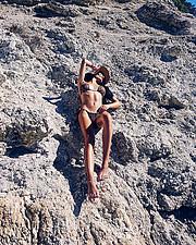 Η Αναστασία Τσώλη μένει στην Αθήνα. Γεννημένη τον Αύγουστο του 1996. Έχει σπουδάσει Βοηθος Βρεφονηπιοκομου και της εχει σαν χόμπυ την φωτογρ