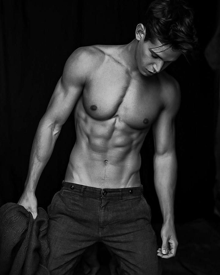 Andrea Moscon model (modello). Photoshoot of model Andrea Moscon demonstrating Body Modeling.Body Modeling Photo #170557
