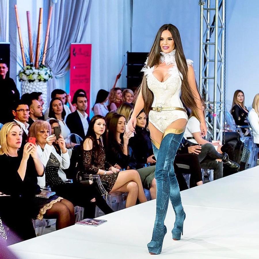 Andreea Lazar model. Photoshoot of model Andreea Lazar demonstrating Runway Modeling.Runway Modeling Photo #181384
