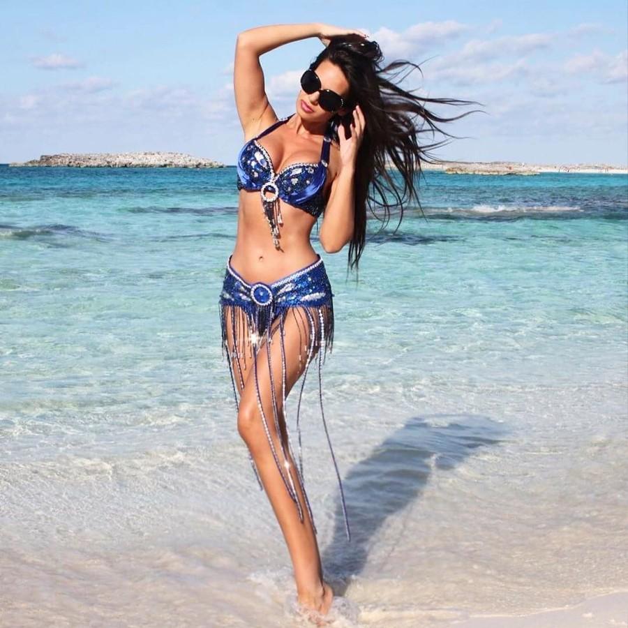 Andreea Lazar model. Photoshoot of model Andreea Lazar demonstrating Body Modeling.Body Modeling Photo #181387