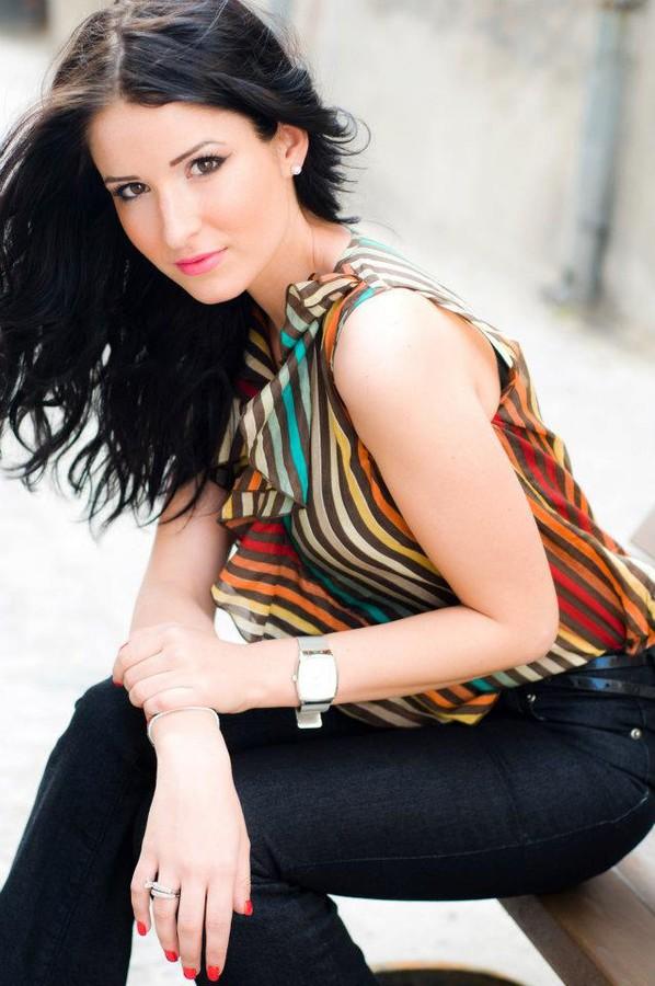 Andreea Lazar model. Photoshoot of model Andreea Lazar demonstrating Face Modeling.Face Modeling Photo #87618
