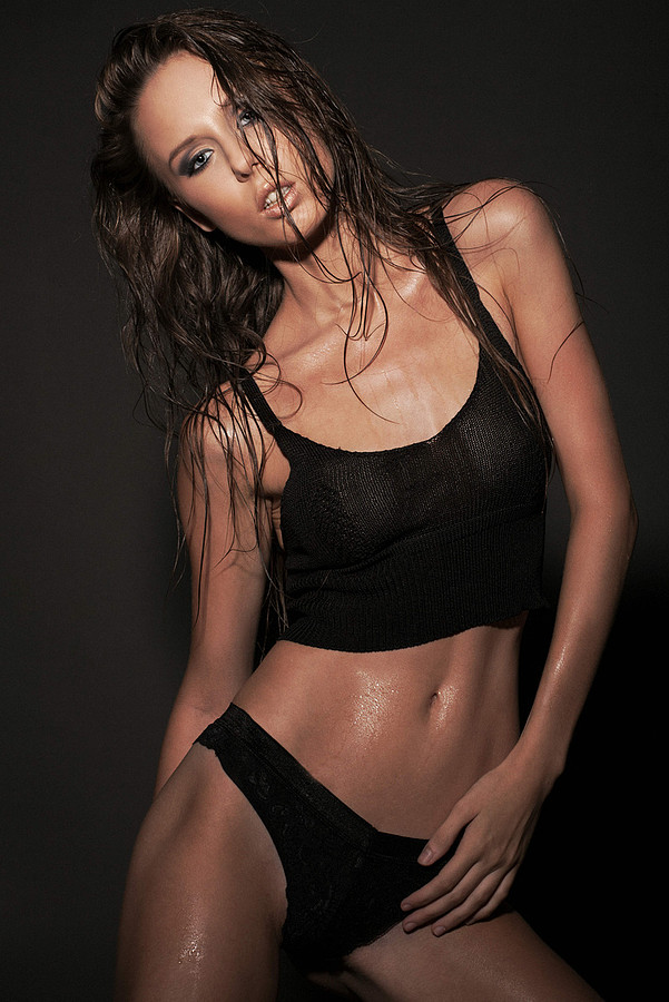 Andreea Raducu model. Photoshoot of model Andreea Raducu demonstrating Body Modeling.Body Modeling Photo #134940