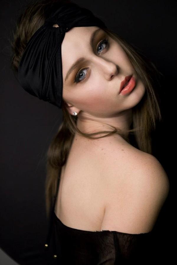 Andreea Raducu model. Photoshoot of model Andreea Raducu demonstrating Face Modeling.Face Modeling Photo #94747
