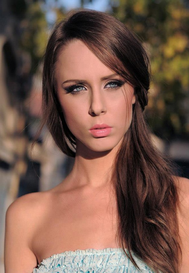 Andreea Raducu model. Photoshoot of model Andreea Raducu demonstrating Face Modeling.Face Modeling Photo #94773
