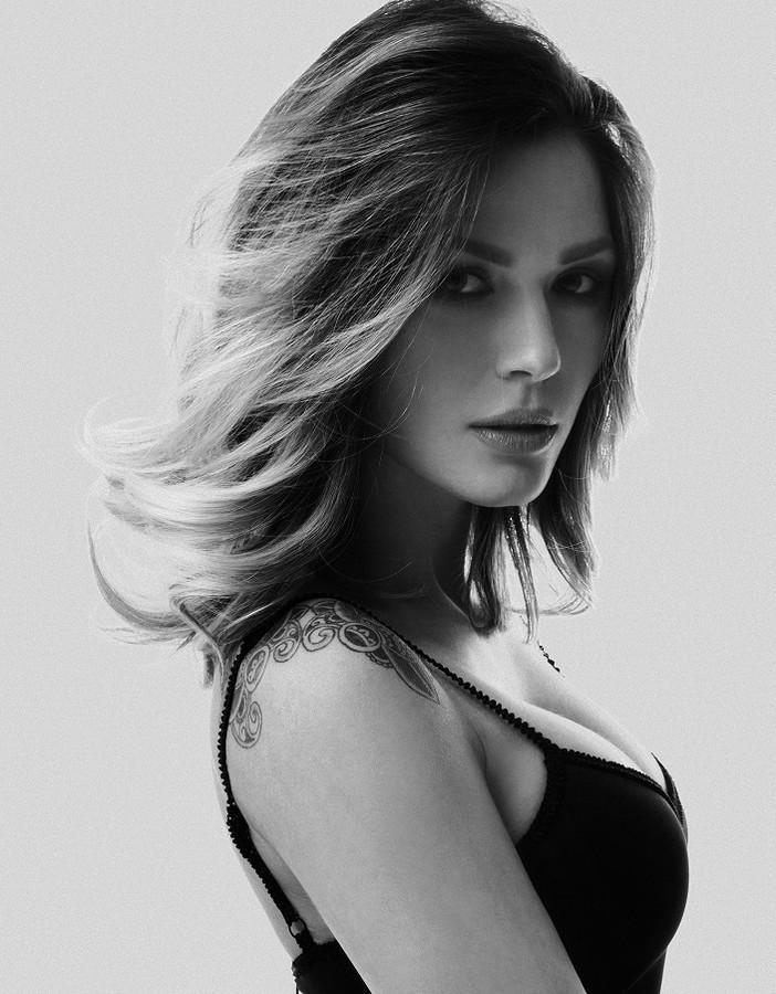 Aniko Vago model. Photoshoot of model Aniko Vago demonstrating Face Modeling.Face Modeling Photo #75686