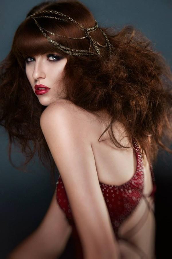 Anna Vega model. Photoshoot of model Anna Vega demonstrating Face Modeling.Face Modeling Photo #102746