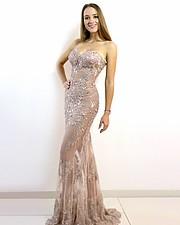 Annabella Fleck model (modell). Photoshoot of model Annabella Fleck demonstrating Fashion Modeling.designer: Daniela DuranFashion Modeling Photo #231453
