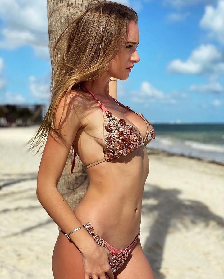 Annabella Fleck model (modell). Photoshoot of model Annabella Fleck demonstrating Body Modeling.Body Modeling Photo #231457
