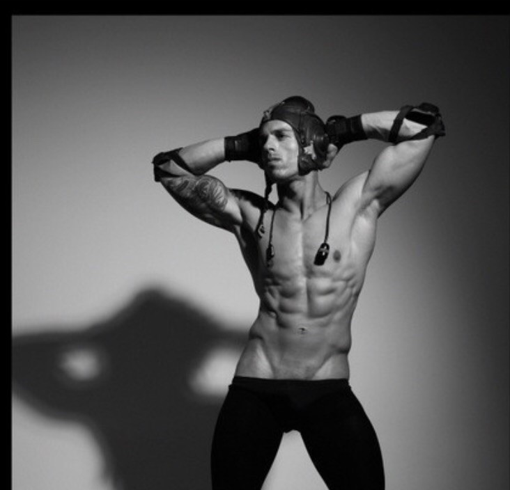 Antonis Fostieris model (μοντέλο). Photoshoot of model Antonis Fostieris demonstrating Body Modeling.Body Modeling Photo #115337