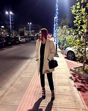 Arianna Trakaki model (μοντέλο). Photoshoot of model Arianna Trakaki demonstrating Fashion Modeling.Fashion Modeling Photo #206962