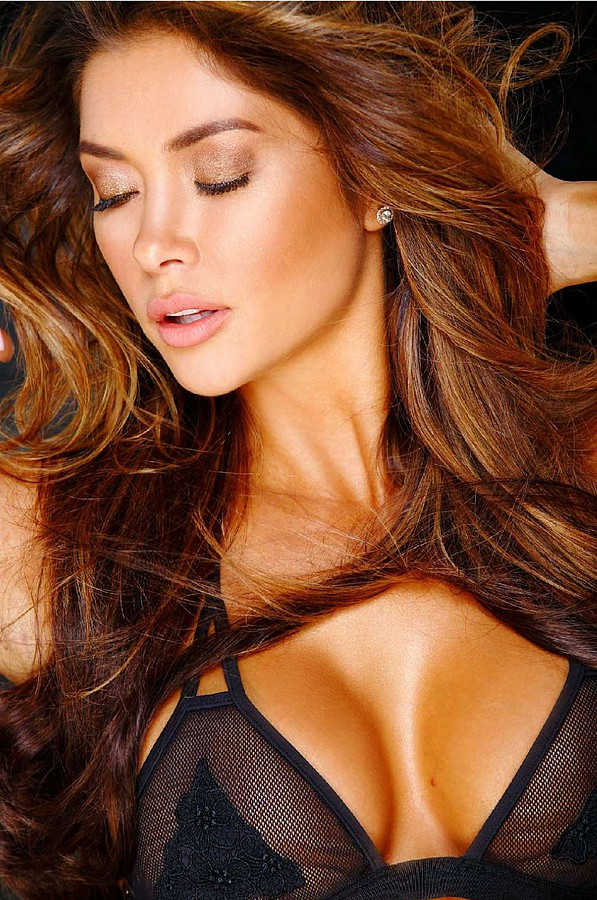 Arianny Celeste model. Photoshoot of model Arianny Celeste demonstrating Face Modeling.Face Modeling Photo #160241