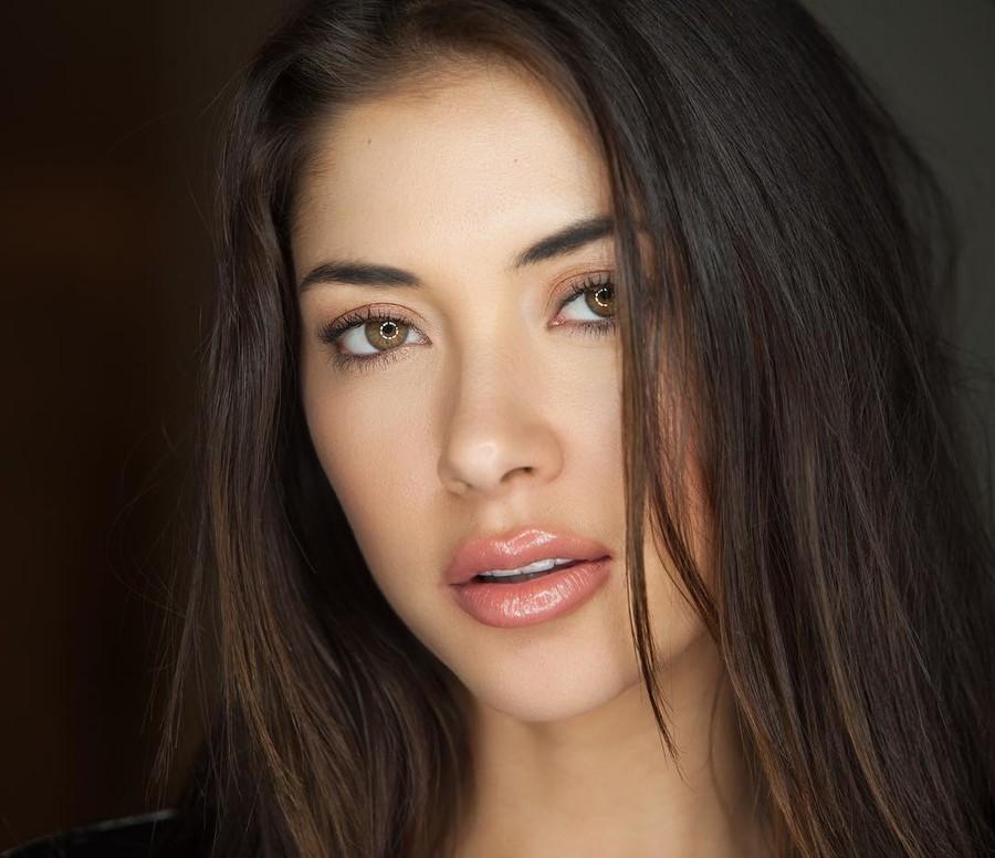 Arianny Celeste model. Arianny Celeste demonstrating Face Modeling, in a photoshoot by Shelly Perry.photographer: Shelly PerryFace Modeling Photo #174318