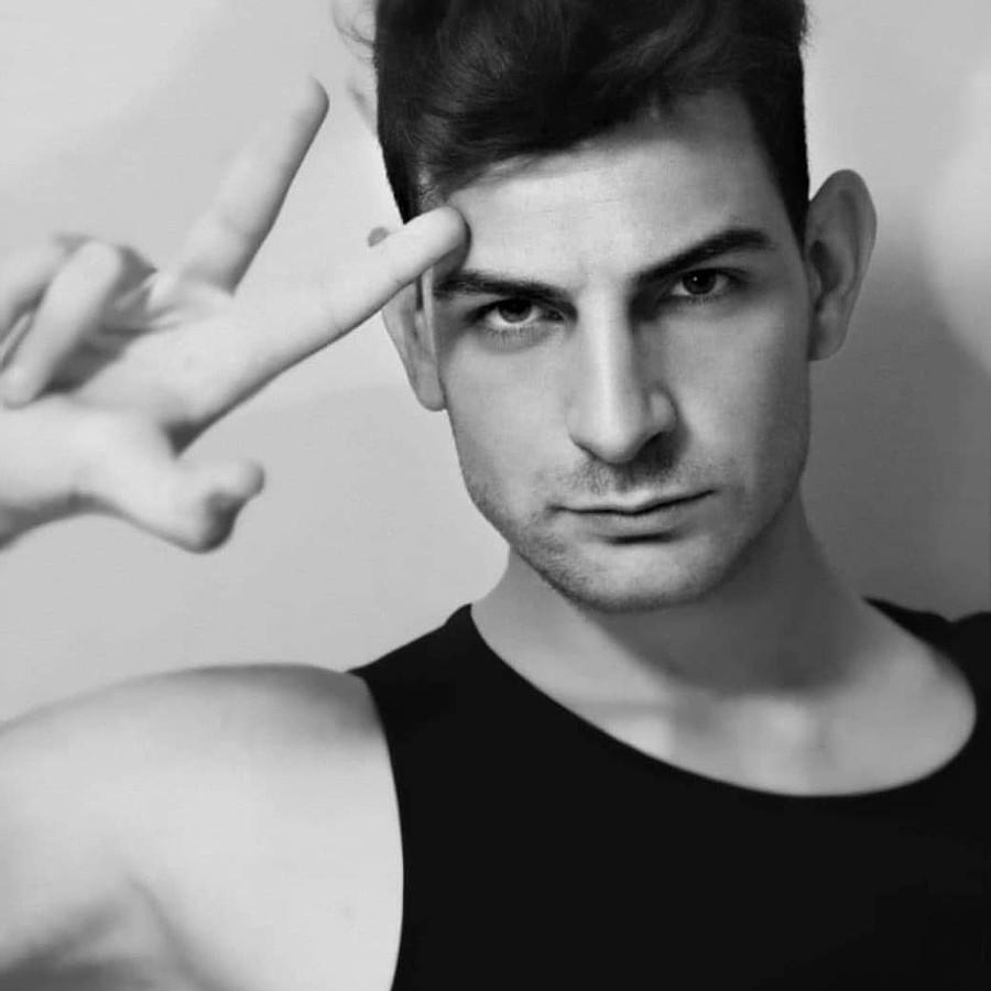 Aris Papapostolou Μοντέλο