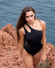 Arjanisa Kurti model (modèle). Arjanisa Kurti demonstrating Body Modeling, in a photoshoot by Marijo Cobretti.photographer: Marijo CobrettiBody Modeling Photo #200928
