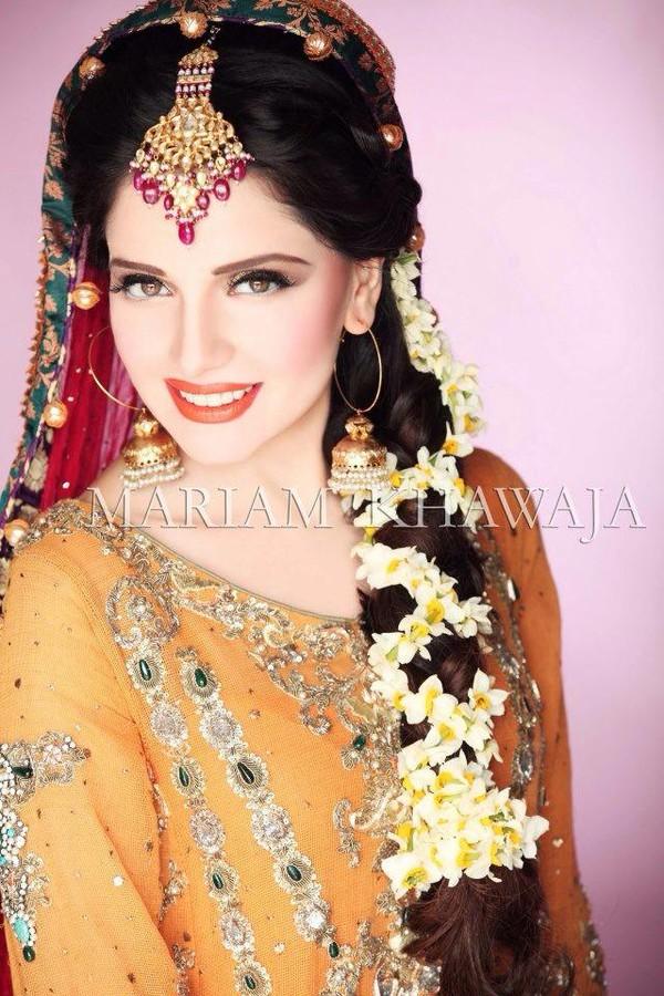 Armeena Rana Khan model & actress. Photoshoot of model Armeena Rana Khan demonstrating Face Modeling.Shoot for Mariams Bridal SalonPhotography: Deeves Designer: Rana Noman Jewellery: Kundan JewellersFace Modeling Photo #122927
