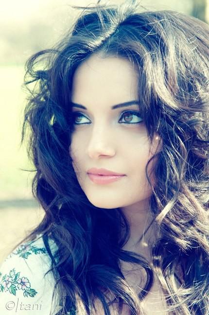 Armeena Rana Khan model & actress. Photoshoot of model Armeena Rana Khan demonstrating Face Modeling.Face Modeling Photo #122928