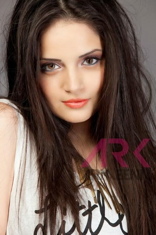 Armeena Rana Khan model & actress. Photoshoot of model Armeena Rana Khan demonstrating Face Modeling.Face Modeling Photo #122936