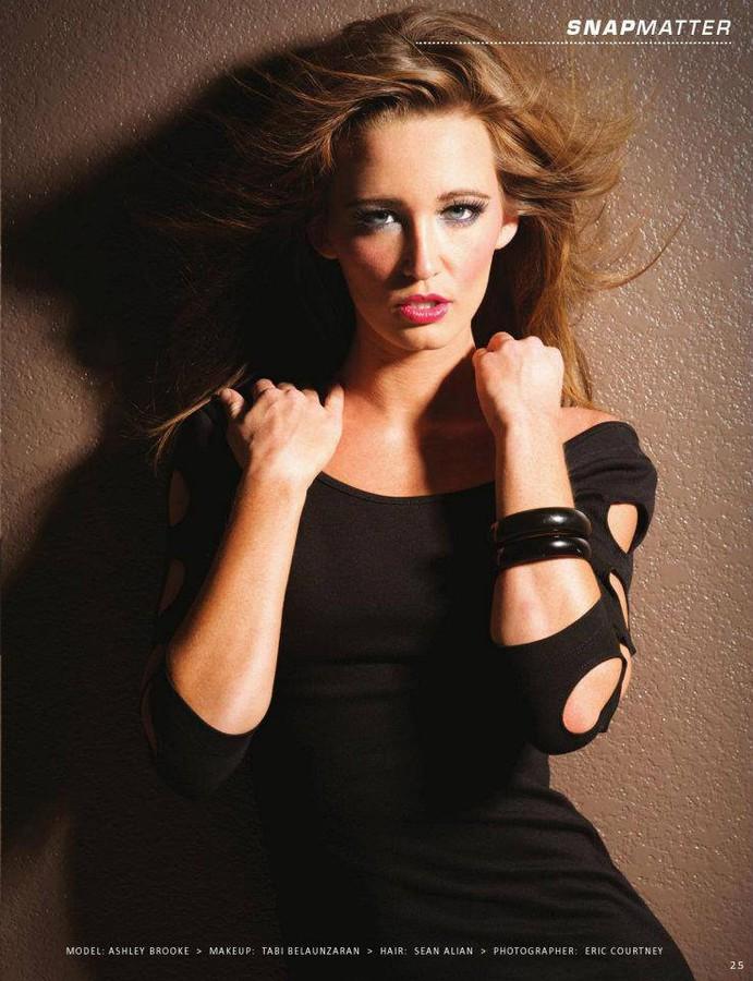 Ashley Brooke Mitchell model (modèle). Photoshoot of model Ashley Brooke Mitchell demonstrating Face Modeling.Face Modeling Photo #73217