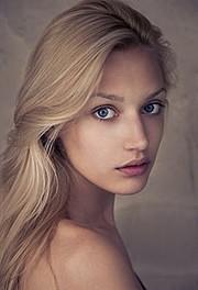 Asia Pulko została odkryta w wieku 17 lat. Przez następne 4 lata chodziła dla takich domów mody, jak Christian Dior, Elie Saab, Christian La