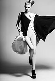 Astros Erla Benediktsdottir makeup artist (Ástrós Erla sminka). Work by makeup artist Astros Erla Benediktsdottir demonstrating Editorial Makeup in a photoshoot by Birta Rán.Photographer: Birta RánHair: Katrín SifStyling: Sigrún Ásta JörgensenPubli