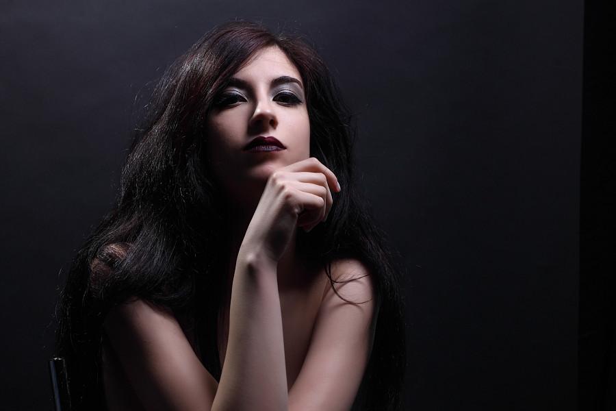 Athanasia Ziogkou model (μοντέλο). Athanasia Ziogkou demonstrating Face Modeling, in a photoshoot by John Tsilidis.Photographer: John tsilidisFace Modeling Photo #217285
