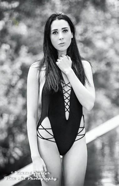 Atlanta Robertson model. Photoshoot of model Atlanta Robertson demonstrating Body Modeling.Body Modeling Photo #178323