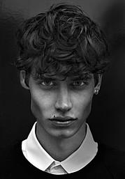 ATTITUDE MODELS este singura si cea mai titrata agentie de modele masculine din Romania infiintata in 2002 de catre ex-modelul Vali Punga .