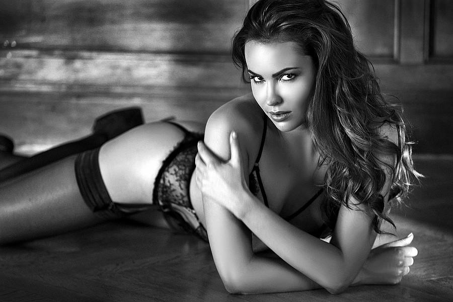 Audrey Bouette model (Audrey Bouetté modèle). Photoshoot of model Audrey Bouette demonstrating Body Modeling.Body Modeling Photo #167077