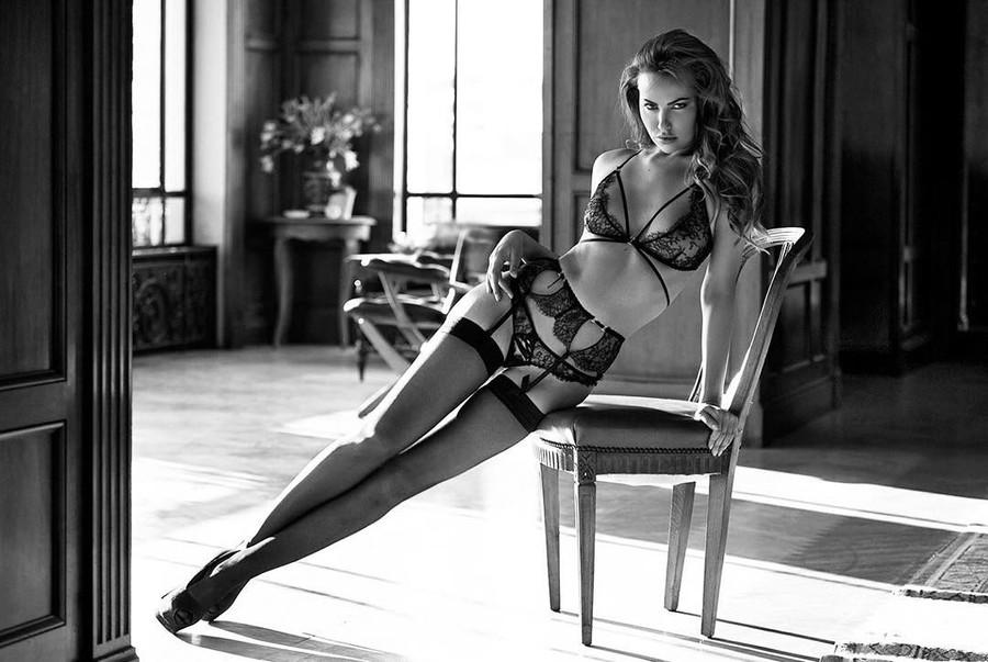Audrey Bouette model (Audrey Bouetté modèle). Photoshoot of model Audrey Bouette demonstrating Body Modeling.Body Modeling Photo #167082