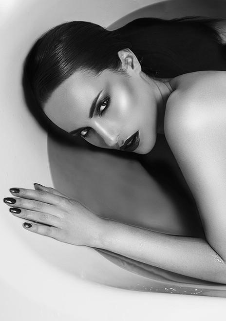 Audrey Bouette model (Audrey Bouetté modèle). Audrey Bouette demonstrating Face Modeling, in a photoshoot by Stéphane Pironon.model: Audrey Bouettephotographer: Stéphane PirononFace Modeling Photo #171379