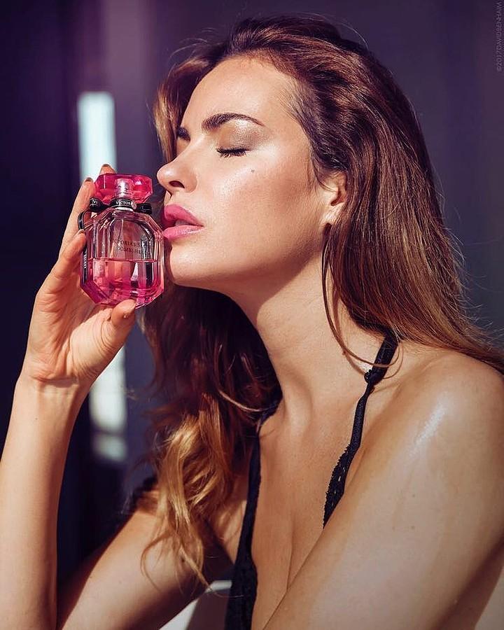 Audrey Bouette model (Audrey Bouetté modèle). Photoshoot of model Audrey Bouette demonstrating Face Modeling.Face Modeling Photo #189523
