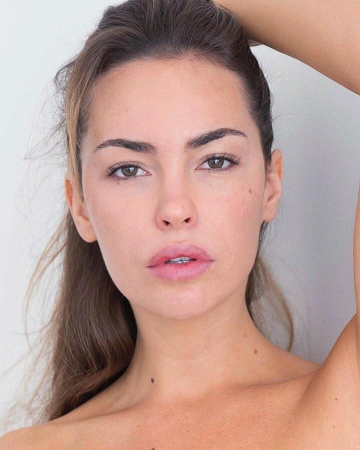 Audrey Bouette model (Audrey Bouetté modèle). Photoshoot of model Audrey Bouette demonstrating Face Modeling.Face Modeling Photo #189525