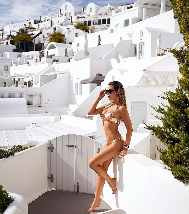 Audrey Bouette model (Audrey Bouetté modèle). Photoshoot of model Audrey Bouette demonstrating Body Modeling.Body Modeling Photo #214727
